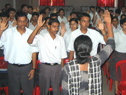 students take the Changemakers oath after the workshop